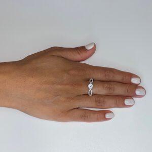 טבעת כסף זירקון מרכזי שני פסים