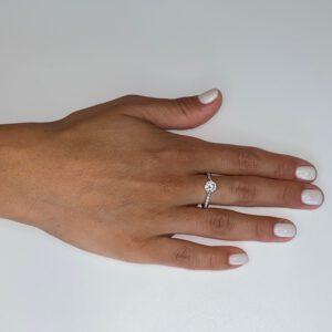 טבעת כסף זירקון מרכזי עם פס אחד
